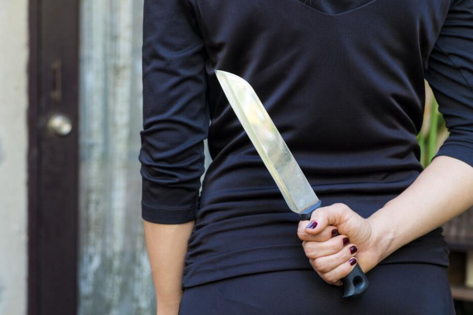 Die Frau hatte zum Messer gegriffen. (Symbolbild)