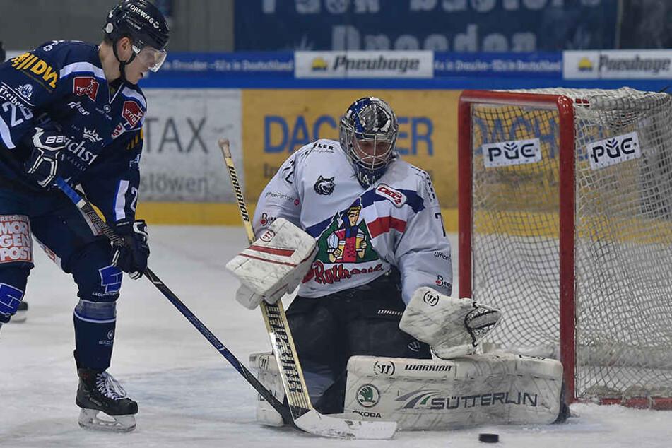 Chance für Dominik Grafenthin (l.), doch auch er scheitert an Freiburgs Goalie Miroslav Hanuljak