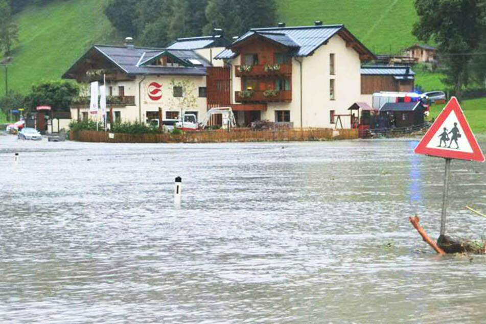 Nach schweren Murenabgängen sind Obertauern und Teile von Großarl nicht erreichbar.
