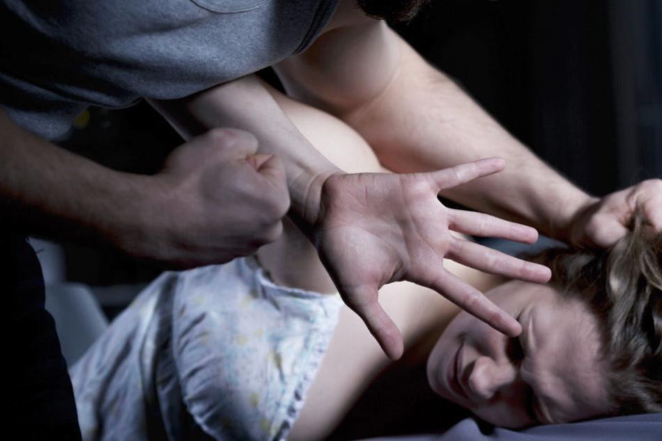 Der 51 Jahre alte Mann soll seine Ex-Freundin vergewaltigt haben. (Symbolbild)