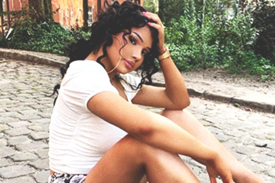 Shirin David (24) bringt ihren jungen Fans am Montag und Dienstag gratis Eis an verschiedene Berliner Schulen.