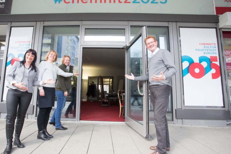 Kulturbetriebschef Ferenc Csák (42, r.) und sein Team (Anja Schubert, Simone Becht und Eva-Maria Gräfer) schätzen den Rosenhof als idealen Standort fürs Kulturhauptstadtbüro.