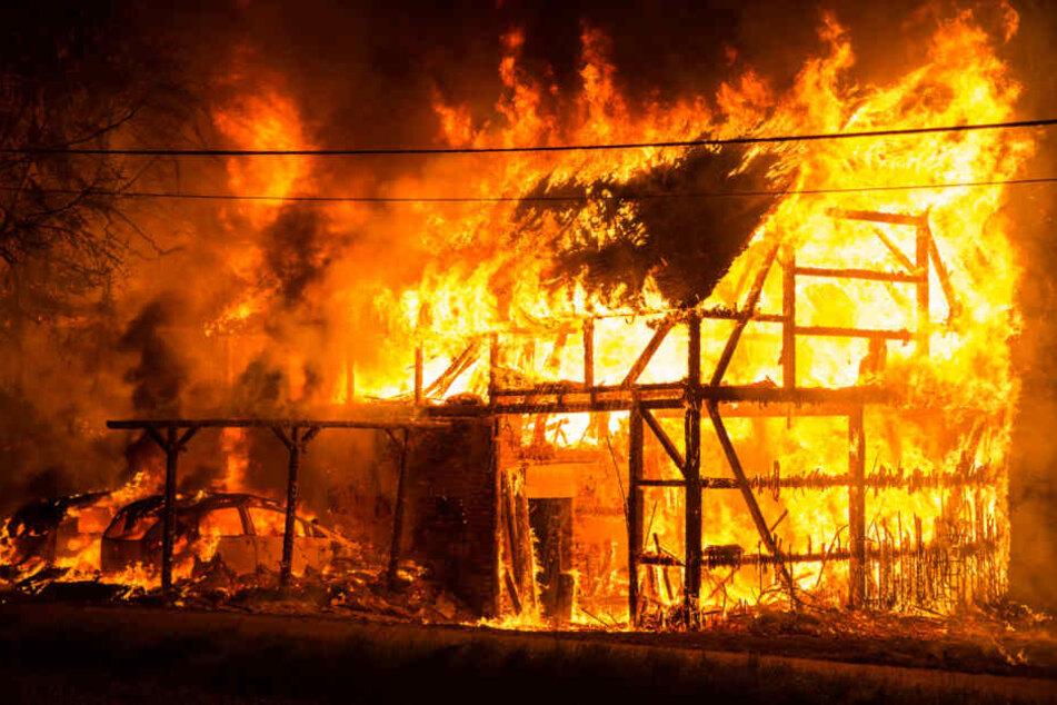Beim Eintreffen der Feuerwehr stand die Scheune schon komplett in Flammen.
