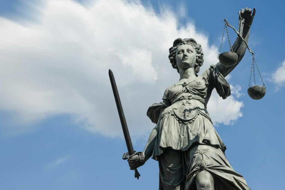 Der Beschuldigte muss sich ab Montag (9.30 Uhr) vor dem Berliner Landgericht verantworten. (Smybolbild)