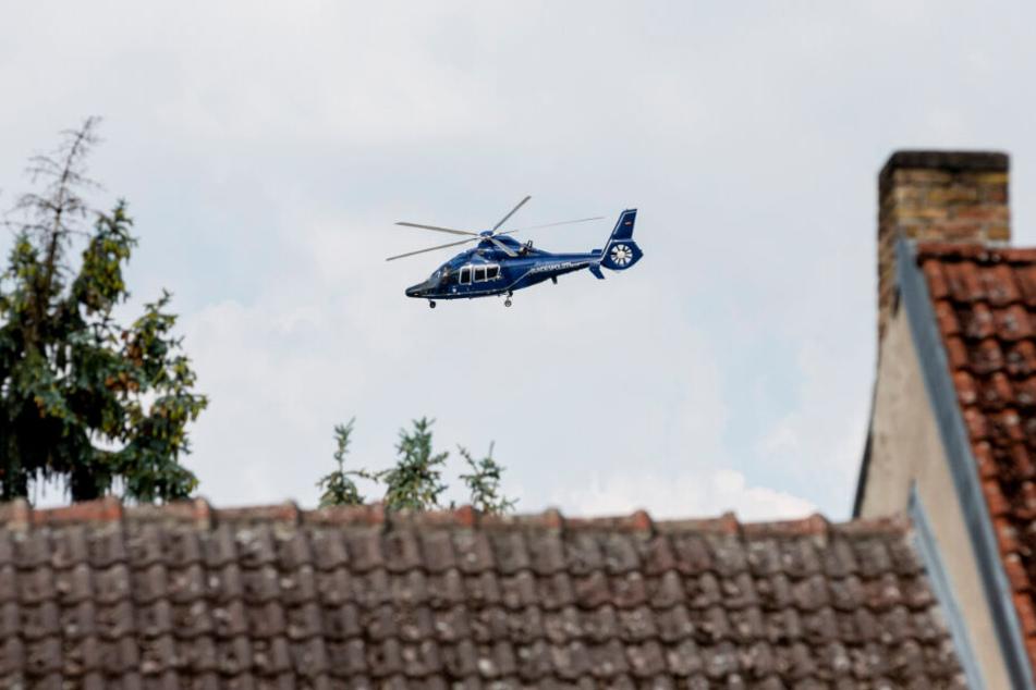 Bei der Suche nach dem 20-Jährigen war auch ein Polizeihubschrauber im Einsatz. (Symbolbild)