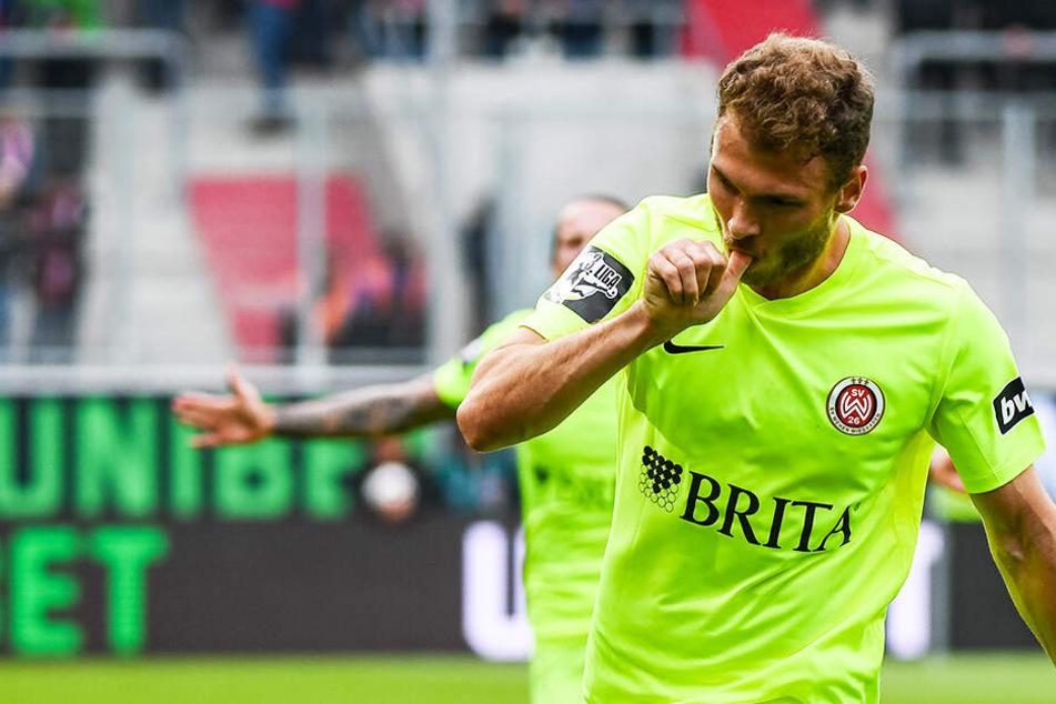Wehens Maximilian Dittgen bejubelt seinen Treffer zur zwischenzeitlichen 2:1-Führung für Wiesbaden.