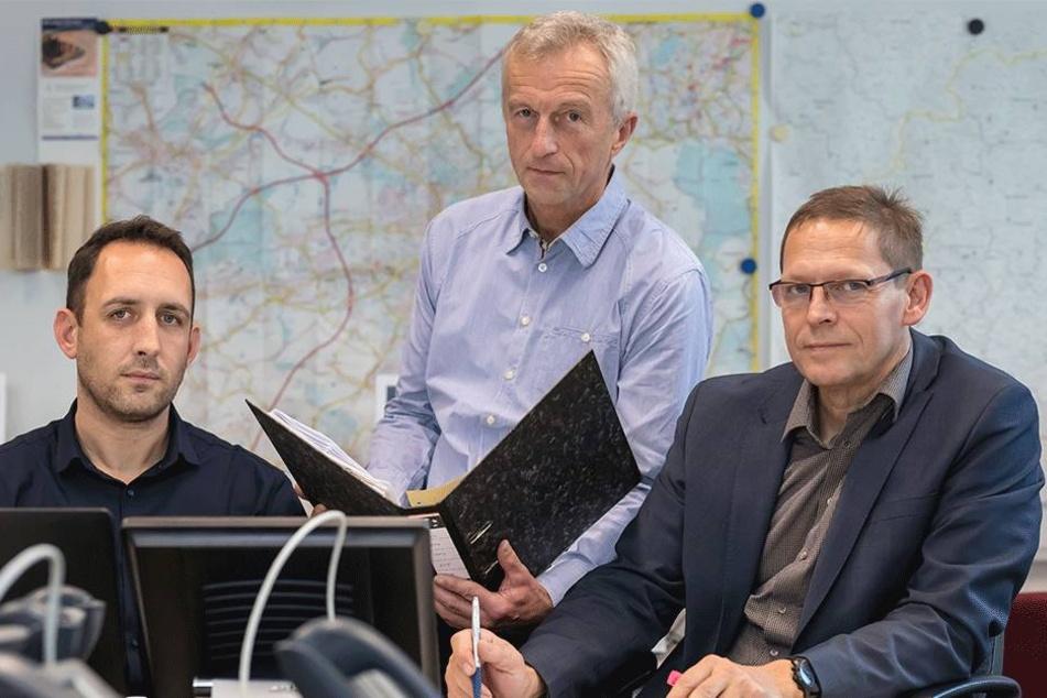 Sie koordinieren die Streifen: (v.l.) Lars Kapcsàndi (35), Thomas Niemand (59) und Kripochef Michael Ruschitschka (54).