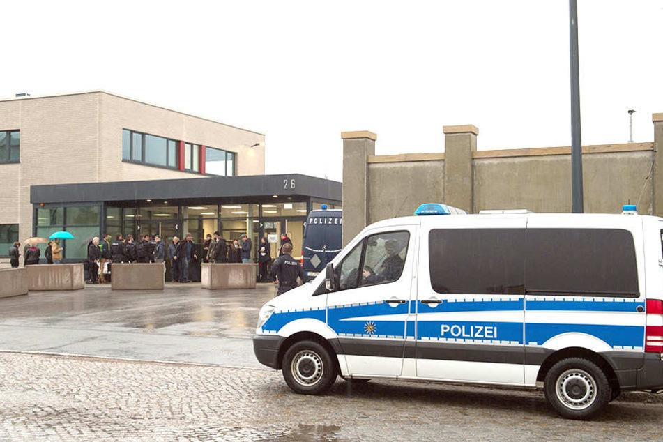 """Der Prozess gegen die """"Gruppe Freital"""" findet derzeit an einem eigens errichteten Justizgebäude am Dresdner Hammerweg statt."""