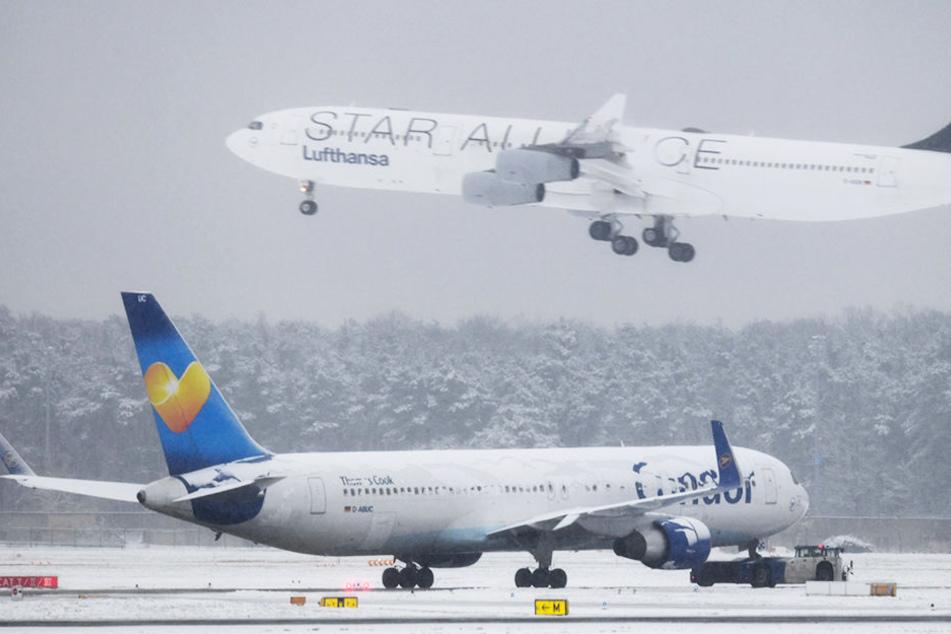 Heftige Schneefälle in Frankfurt lassen auch Flüge am Leipziger und Dresdner Flughafen ausfallen.