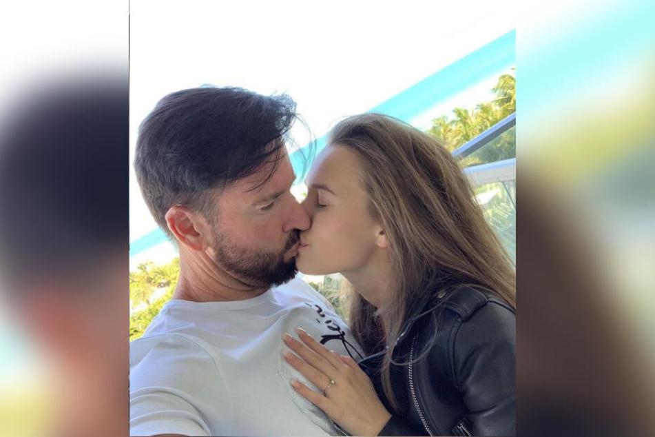 Sie liebt den DJ? Laura küsst ihren Schlager-Star Michael Wendler.
