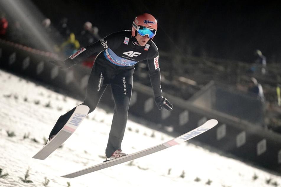 Dawid Kubacki (29), Skispringer aus Polen, springt in der Qualifikation.