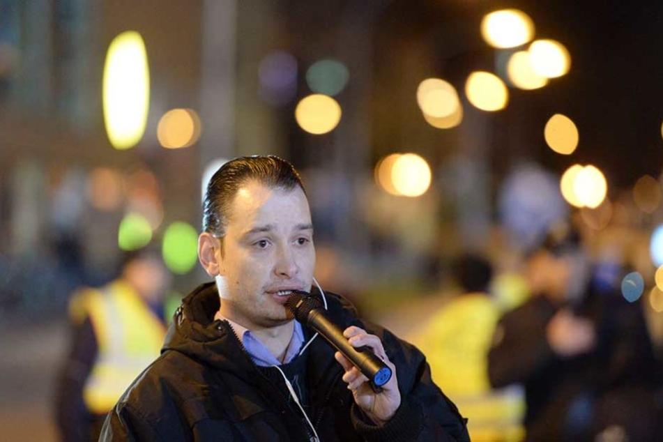 Christian Müller (33) auf einer POGIDA-Demo. Er wurde jetzt auf Fuerteventura festgenommen und soll an Deutschland ausgeliefert werden.