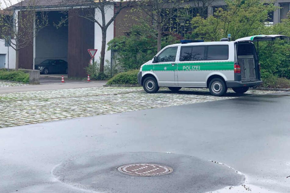 Die Polizei hat am Freitag das Landratsamt in Cham komplett evakuiert.