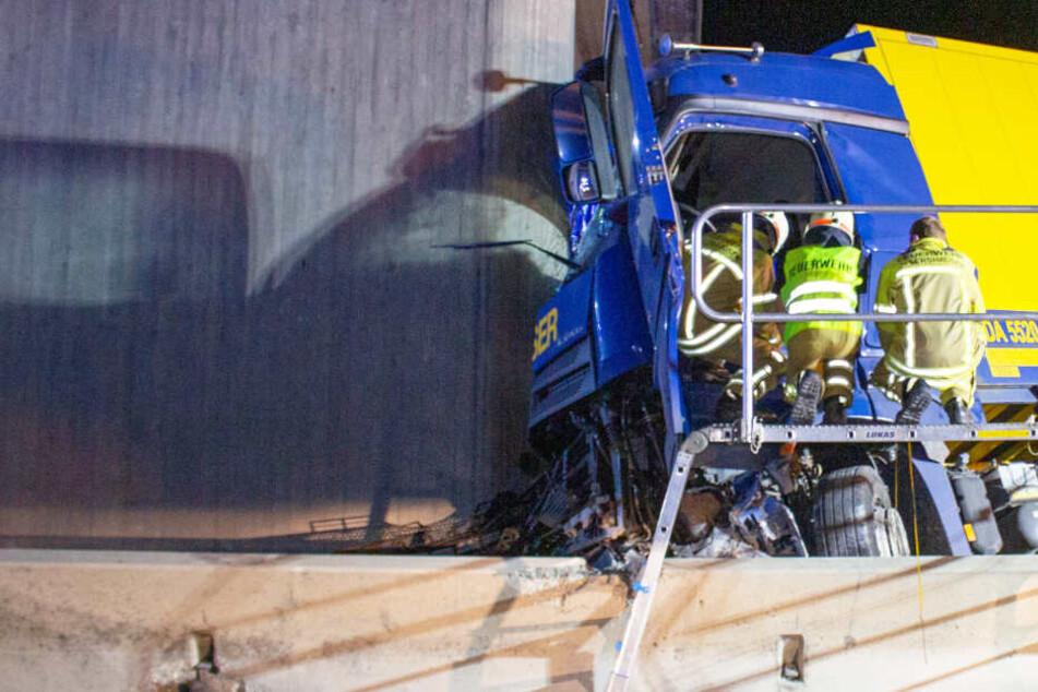 Auf der Autobahn 9 ist es in Bayern zu einem schweren Unfall gekommen.