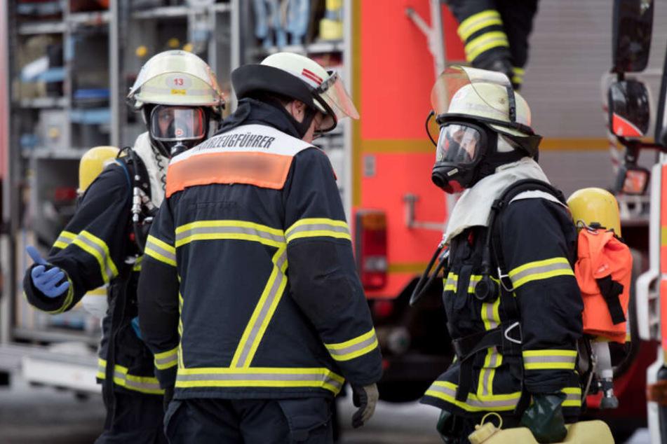 Der Nachbar alarmierte schließlich die Feuerwehr (Symbolfoto).