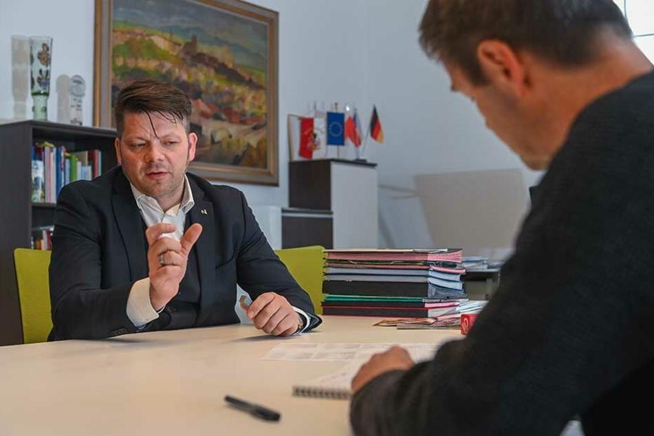 OB Thomas Zenker (43) sieht dem Bürgerentscheid am 26. Mai vorsichtig optimistisch entgegen.