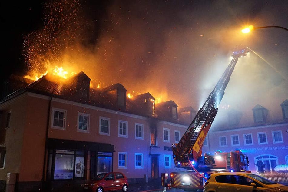 So schlimm brannte der als Flüchtlingsheim geplante Husarenhof.