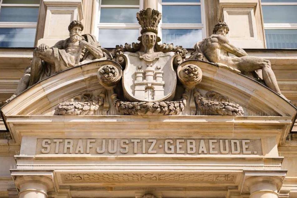 In Flagranti erwischt: Mutmaßlicher Serienvergewaltiger (28) vor Gericht