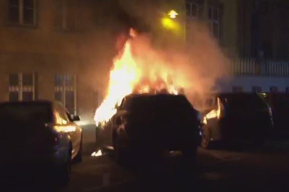 Am Silvesterabend stand plötzlich ein Auto in Flammen.