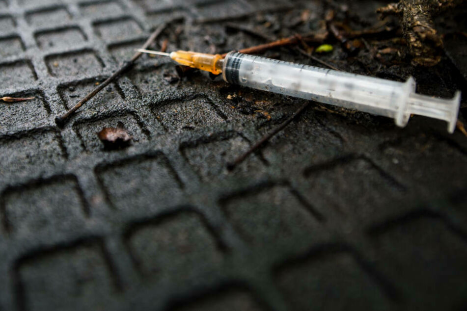 21-Jährige mit benutzter Spritze beworfen und verletzt: Bluttest-Ergebnis erwartet