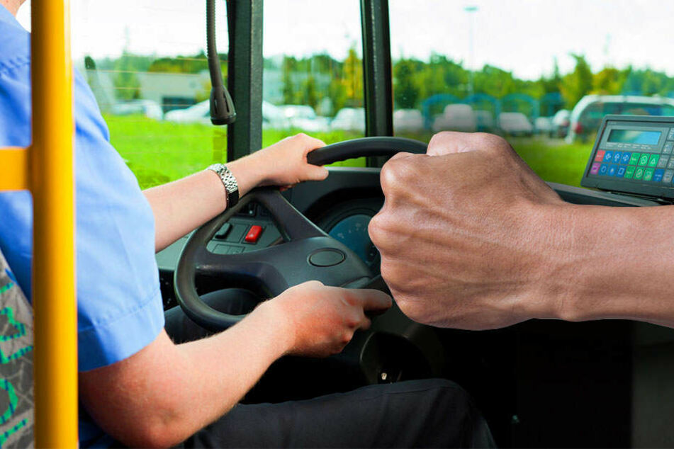 Brutal! Fahrgast zerreißt Busfahrer das Hemd und verprügelt ihn