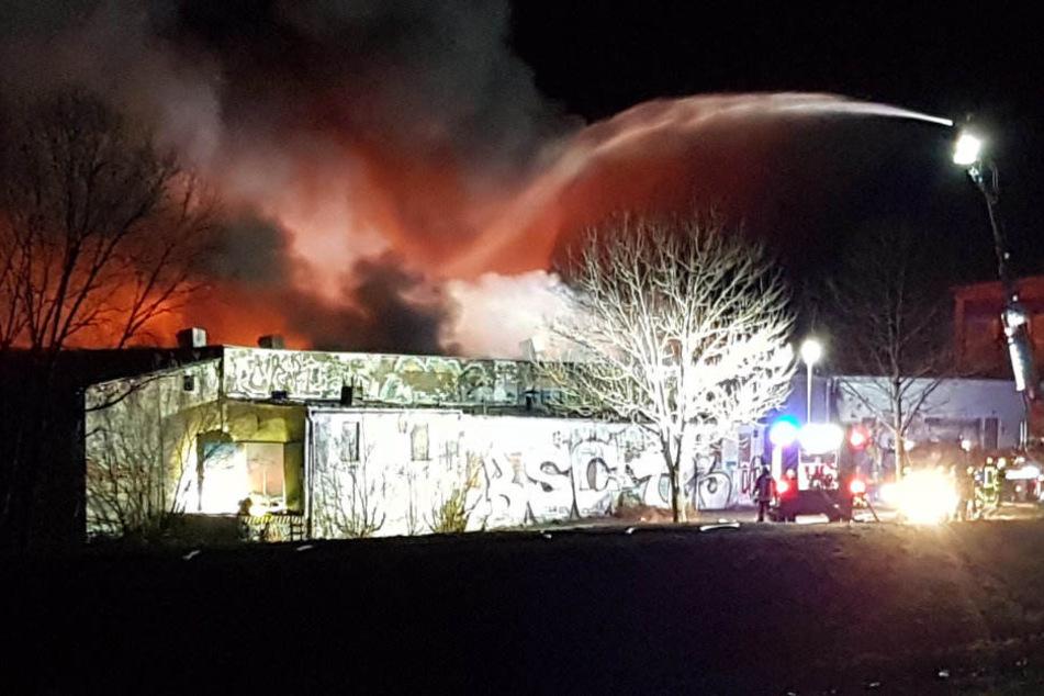 Mehrere Stunden lang musste die Feuerwehr das Gebäude löschen.