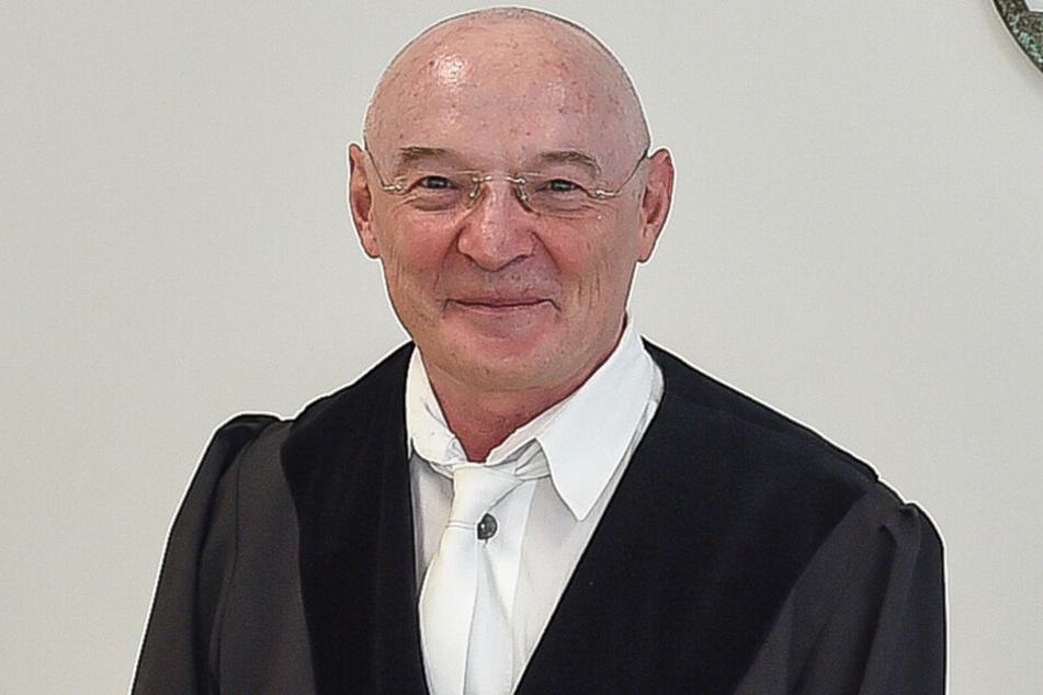 Jürgen Uhlig (62), Amtsrichter aus Pirna, ist Experte in Sachen Bußgeldbescheide.