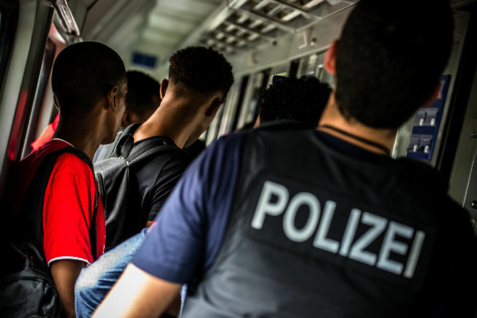 Die Polizei nahm die Ehepaare in Saalfeld fest. (Symbolbild)