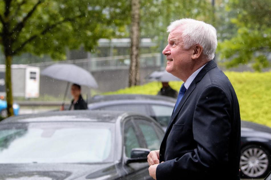 """Seehofer verlässt CSU-Sitzung vorzeitig: Vorstand ist """"fassungslos"""""""