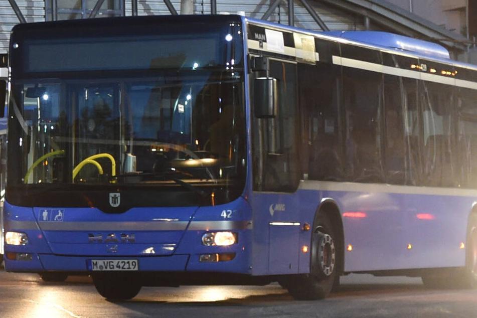Acht Menschen bei Notbremsung von Bus verletzt