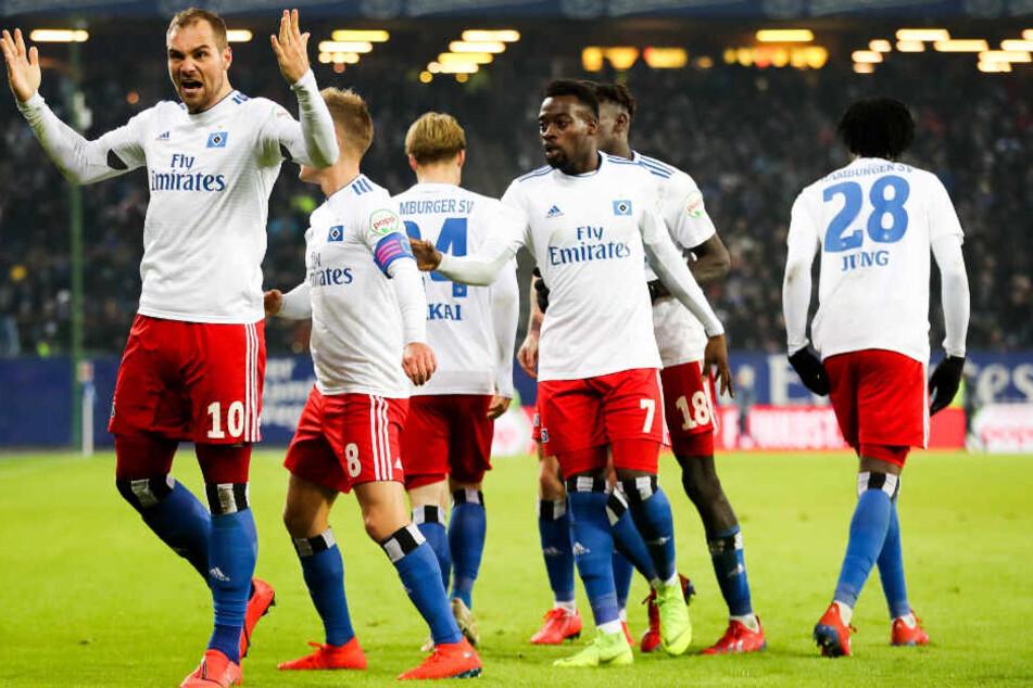 Pierre-Michel Lasogga (links) und der HVS freuen sich über das 2:1.