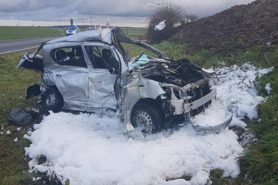 Der Wagen der Frau wurde komplett zerstört.