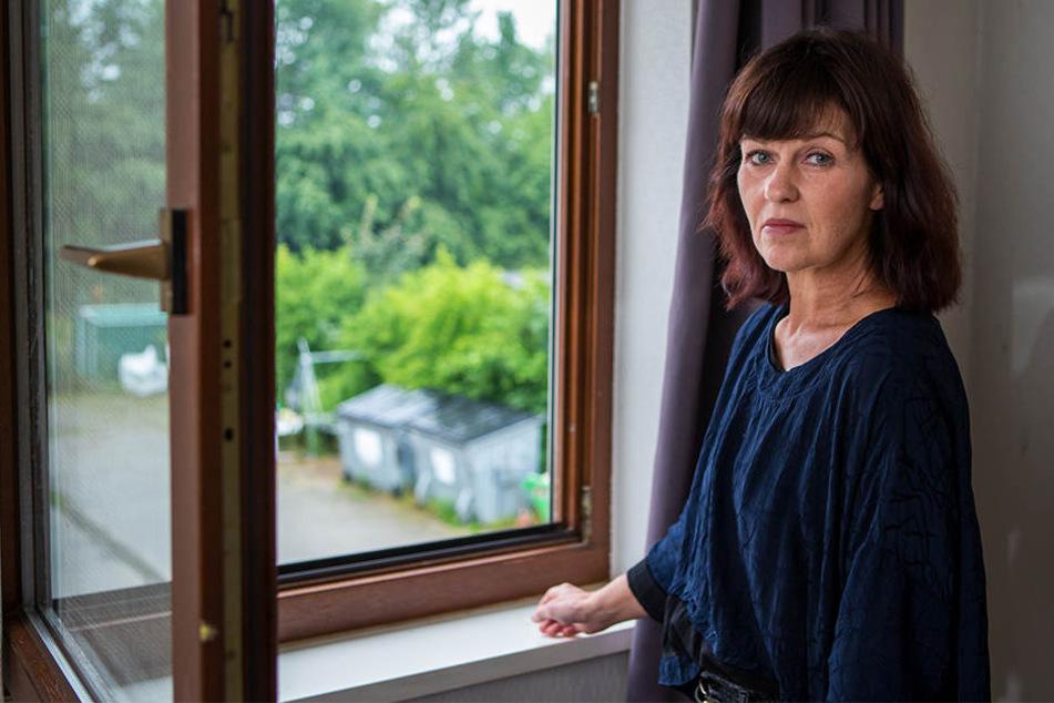 Bei geöffnetem Fenster ist für Susanne Schreier keine Nachtruhe möglich. Im Gefängnis gegenüber wird gebrüllt, dass man an eine Revolte glaubt.