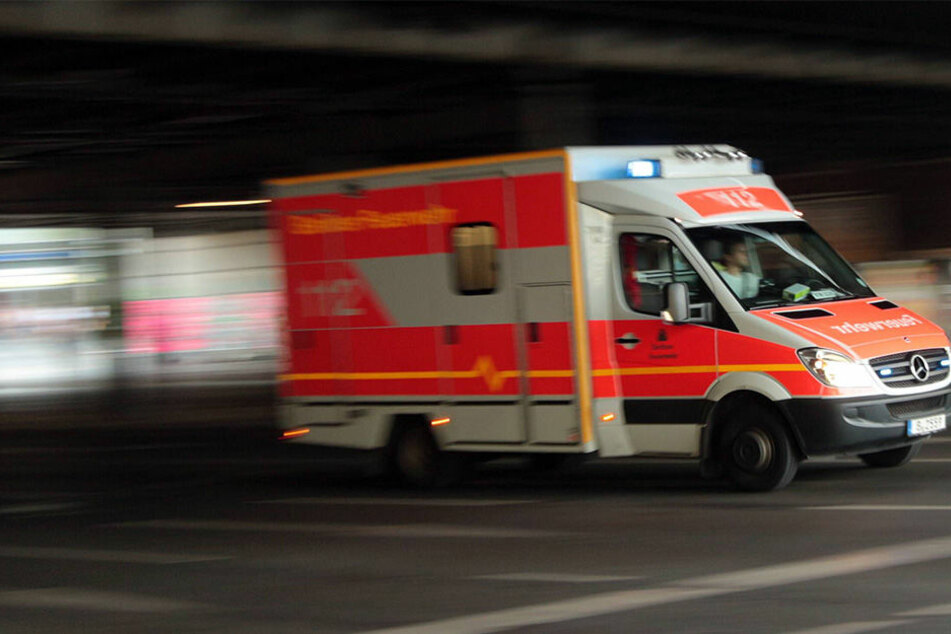 Ein 66-Jähriger hat sich in Bernsdorf mit einer Kettensäge tödlich verletzt.
