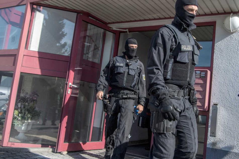Mehrere Objekte des Remmo-Clans wurden am Mittwochnachmittag von der Polizei durchsucht. (Symbolbild)