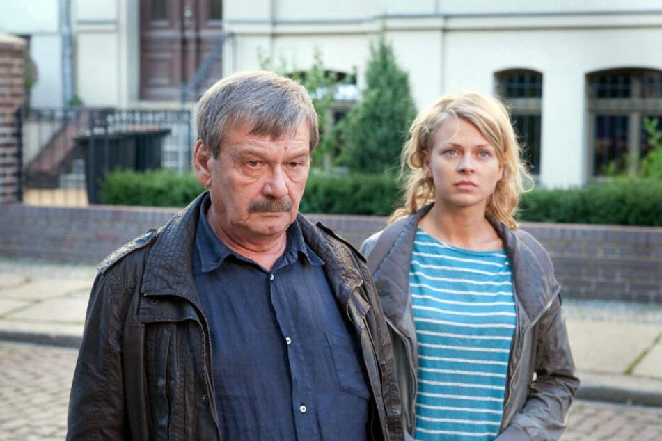 Wolfang Winkler (l.) wird am Montagabend ein Sonderprogramm gewidmet. Hier ermittelt er mit Nora Lindner (Isabell Gerschke, rechts).