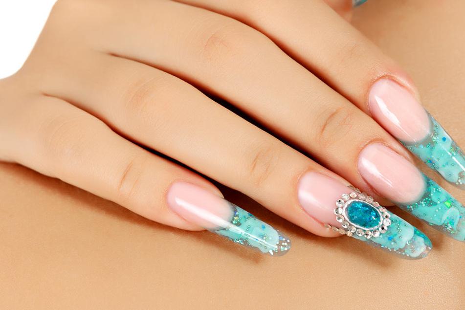Experten warnen: Künstliche Fingernägel können krank