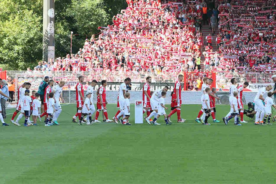 5. August 2018, 1. Spieltag der Saison 2018/19. Aue verlor den Auftakt bei Union Berlin unglücklich mit 0:1. Die Eisernen blieben bis jetzt ohne Niederlage. Das will der FCE am Sonntag ändern.