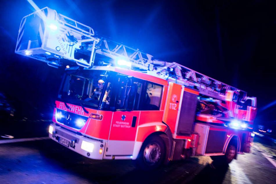 Die Feuerwehrleute konnten sich in höchster Not retten. (Symbolbild)
