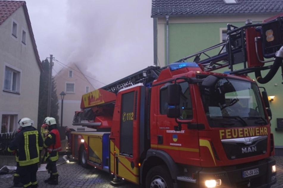 Bei einem Feuer in Weißenberg wird eine ältere Person vermisst.