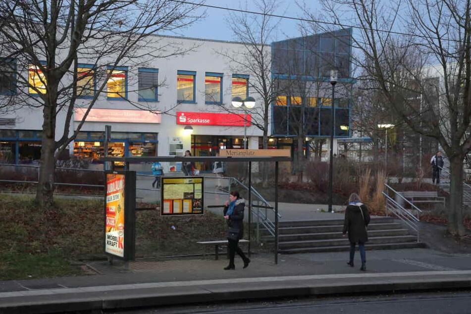 Der Tatort: An der Haltestelle Merianplatz wurde die junge Frau auf dem Weg zu ihrer eigenen Geburtstagsfeier attackiert.