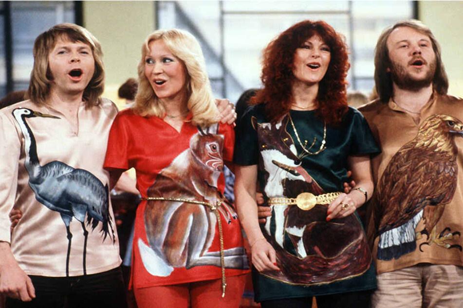 """ABBA 1978 bei einem Auftritt in der deutschen Fernsehshow """"Am laufenden Band""""."""