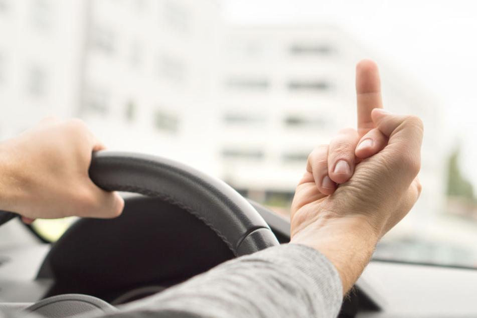 Beleidigungen im Straßenverkehr können schnell einige hundert Euro kosten. (Symbolbild)