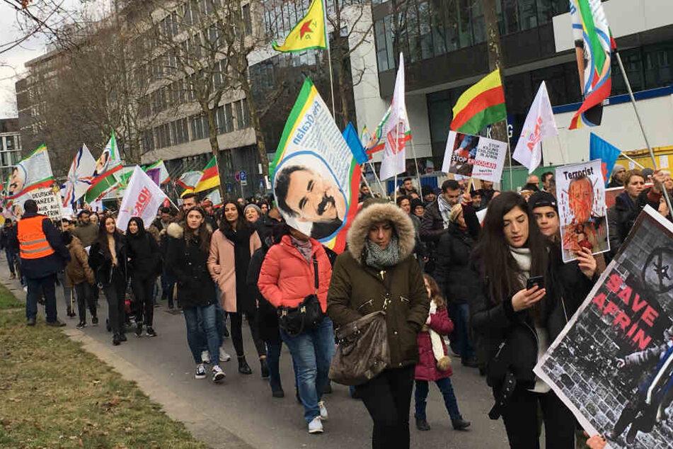 Am Wochenende werden auch in Stuttgart (im Bild: Demo im Februar) wieder Kurden demonstrieren.