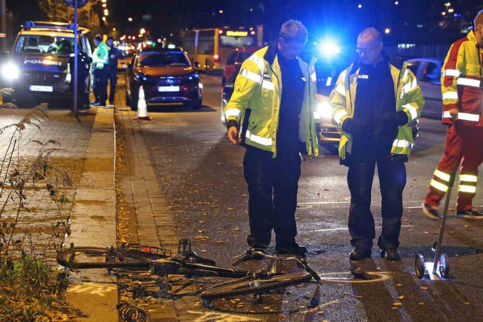 Am Freitagabend ist eine Radfahrerin in Dresden mit einem Opel zusammengekracht und wurde schwer verletzt.