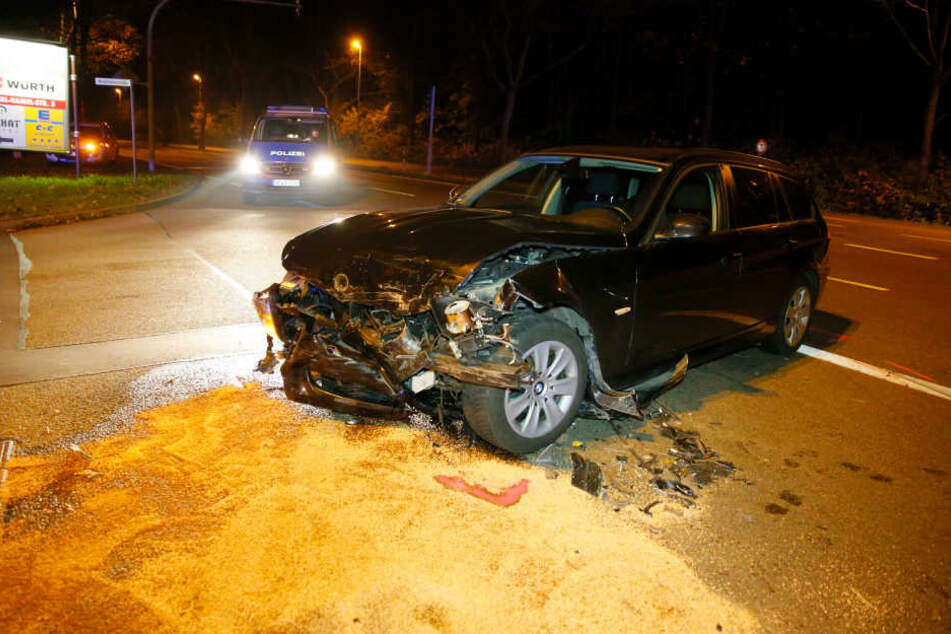 Der BMW wurde frontal gerammt.