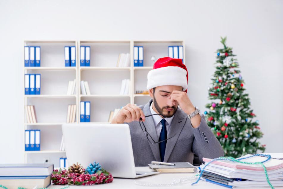 Weihnachtsgeld, Glühwein mit Kollegen und Heiligabend im Büro: Was ist arbeitsrechtlich okay?