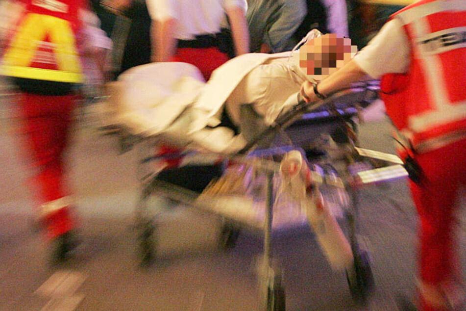Das Opfer wurde mit schweren Verletzungen in ein Krankenhaus gebracht (Symbolbild).