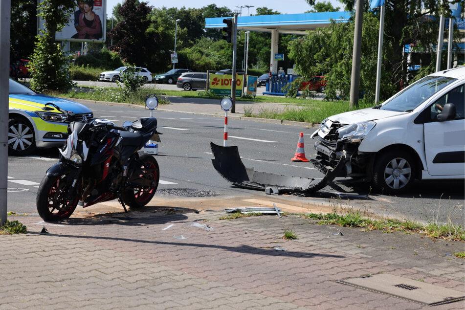 Der 19-jährige Fahrer des Bikes wurde schwer verletzt und musste in ein Krankenhaus eingeliefert werden.