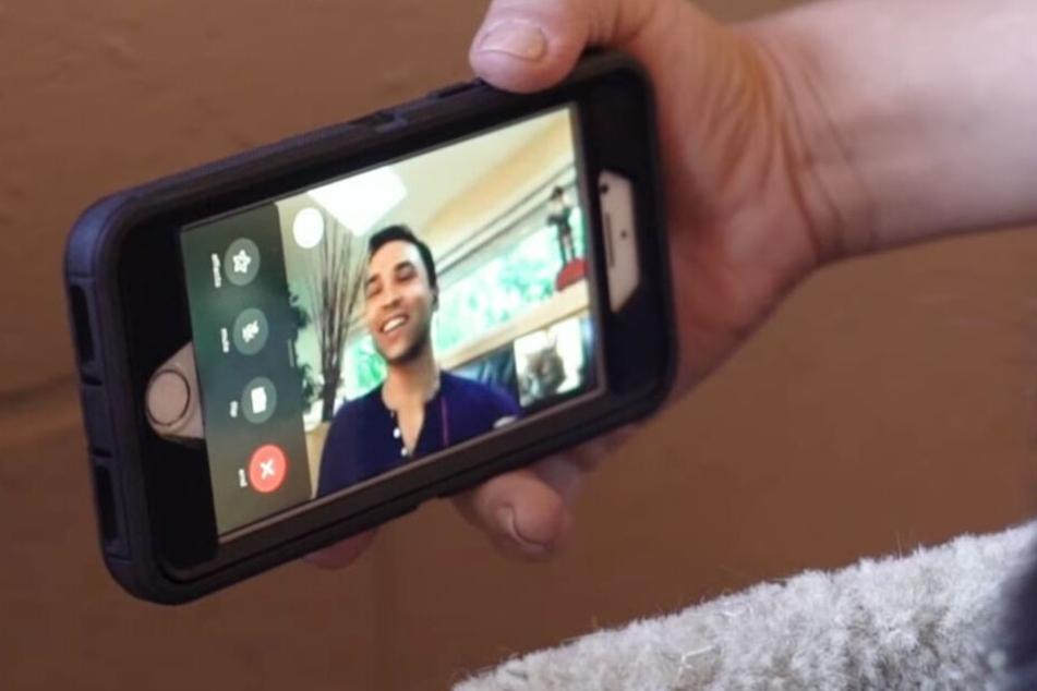 Viktor Usov konnte seine Katze zunächst erst in einem Video-Call sehen.